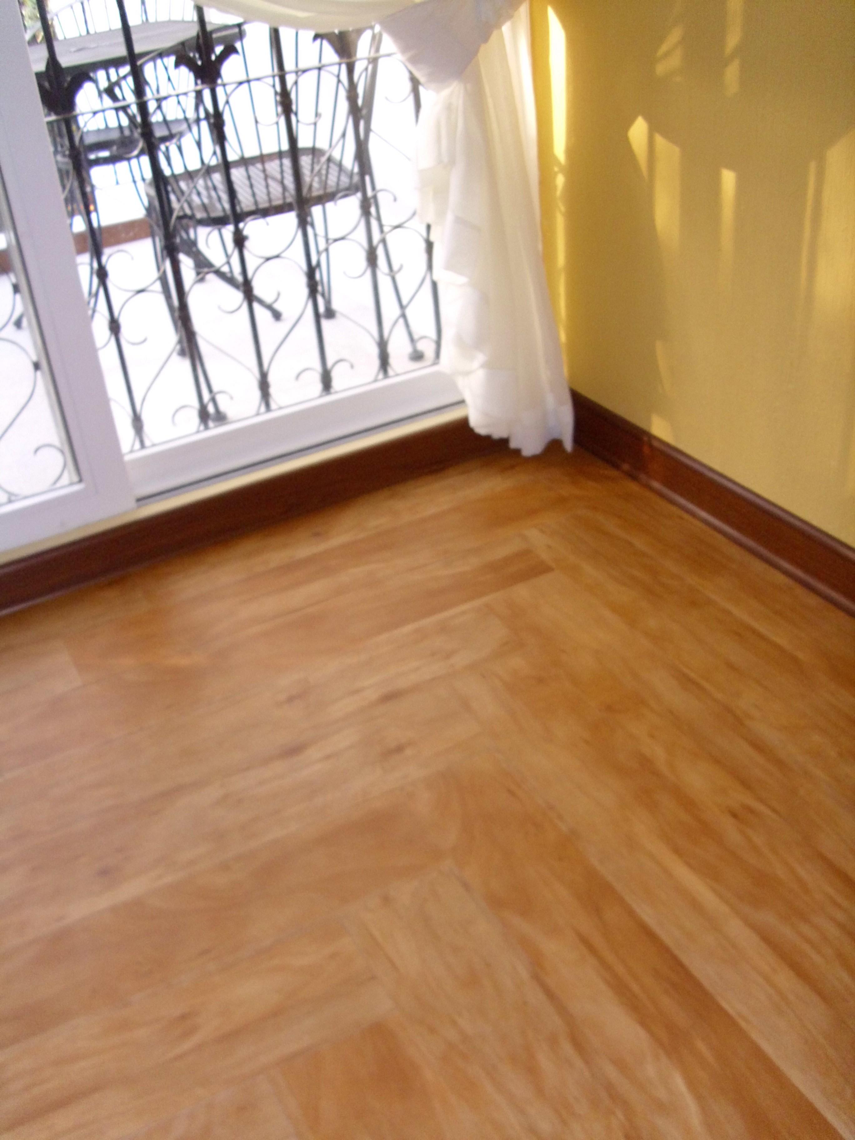 Pisos laminados de pvc imitaci n madera muebles en for Piso imitacion madera